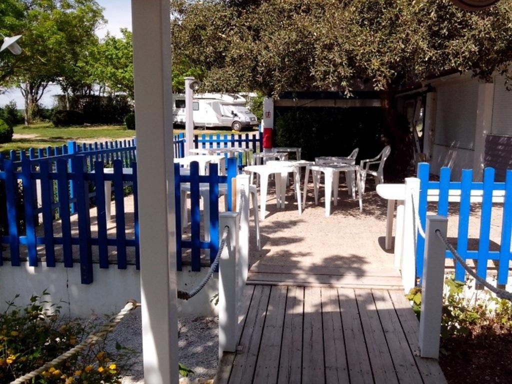 camping au petit port de l 39 houmeau la rochelle 324 mobil homes d s 300. Black Bedroom Furniture Sets. Home Design Ideas