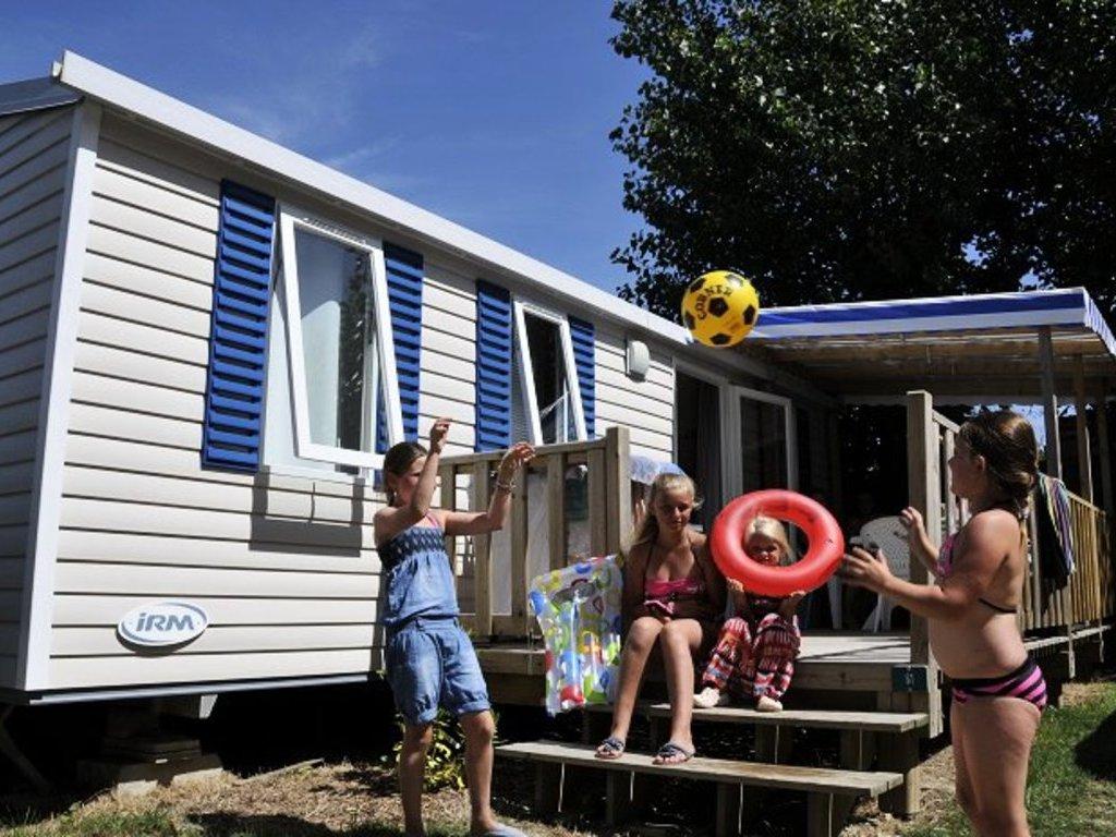 camping bellevue le fenouiller saint gilles croix de vie 100 mobil homes d s 156. Black Bedroom Furniture Sets. Home Design Ideas
