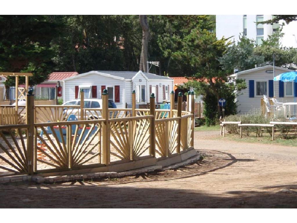 Camping du bord de mer 955 mobil homes d s 323 for Camping bord de mer atlantique avec piscine