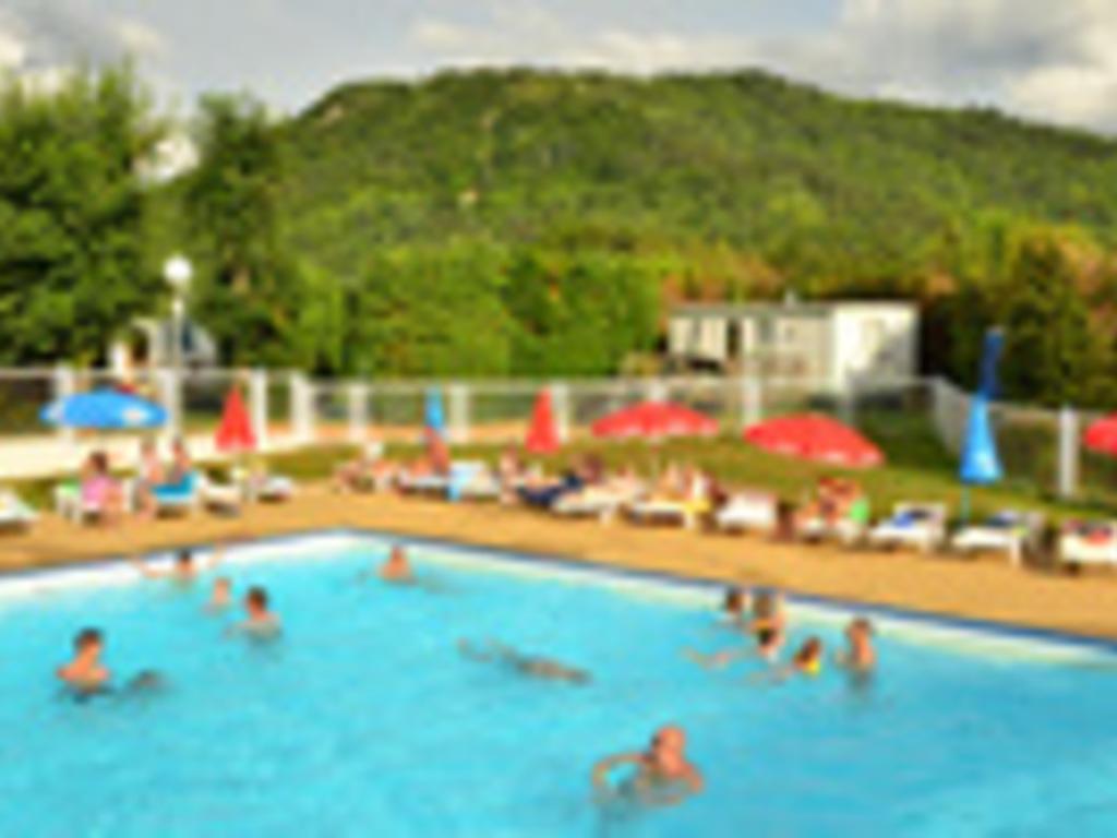 Camping l 39 europe murol 39 mobil homes d s 302 - Camping proche puy du fou avec piscine ...