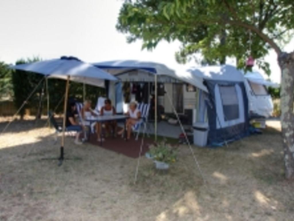 Camping La Rouvière Les Pins à Vagnas