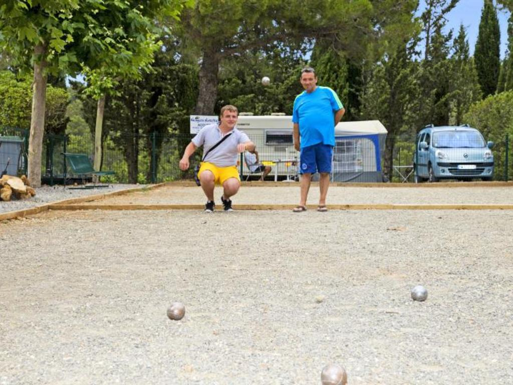 Camping Le Pinada à Fabrezan