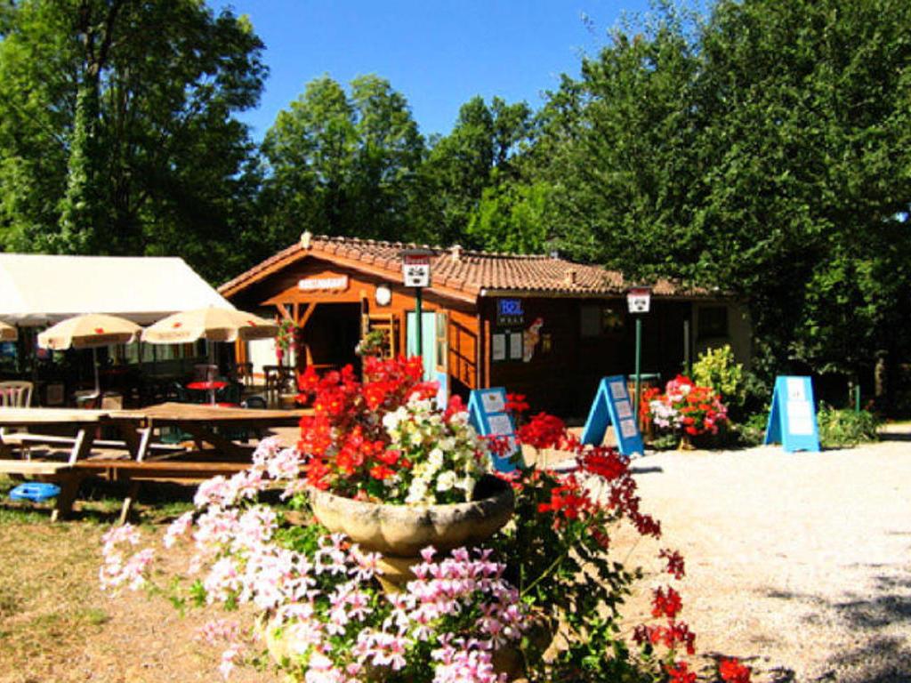Camping Le Relais de l'Entre deux Lacs à Teillet