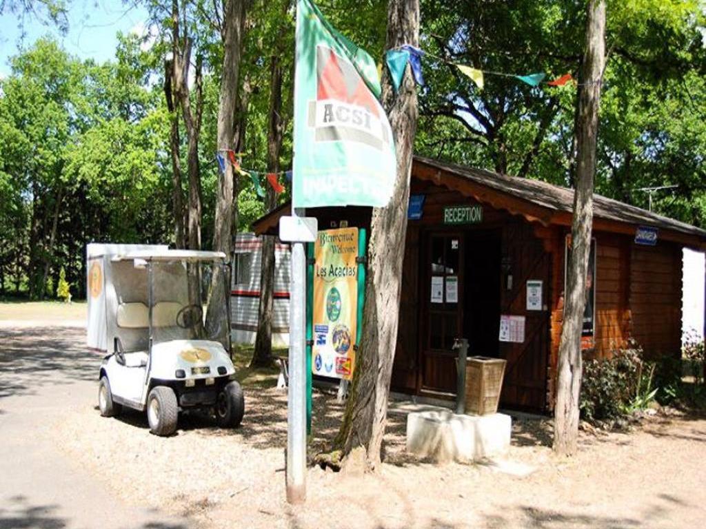Camping Les Acacias à La Ville aux Dames