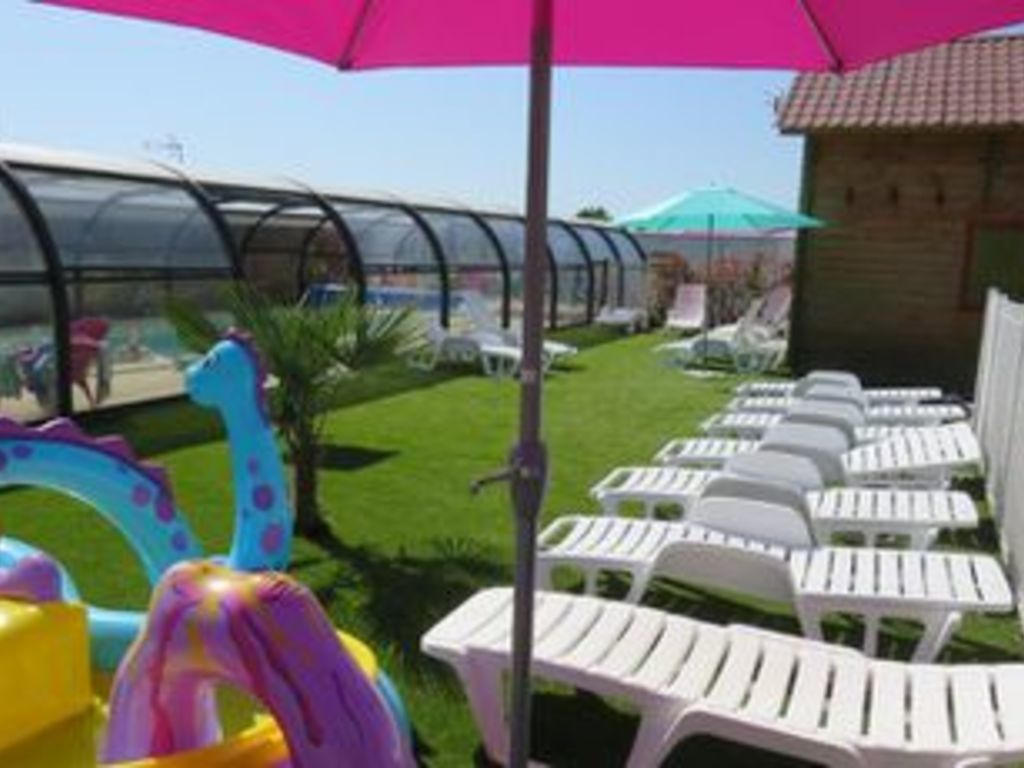 Camping les p 39 tites maisons dans la prairie sallertaine - Camping proche puy du fou avec piscine ...