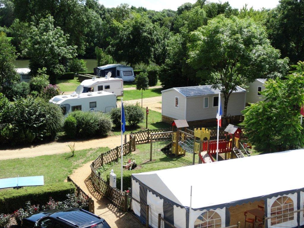 Camping les portes de l 39 anjou 228 mobil homes d s 219 for Club piscine anjou