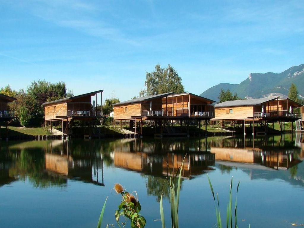 Camping m bernard jean paul aire naturelle le meyrieux for Camping 4 etoiles lozere avec piscine
