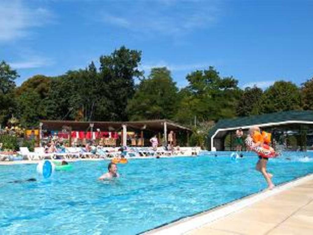 Camping yelloh village le parc de montsabert 438 mobil for Club piscine anjou